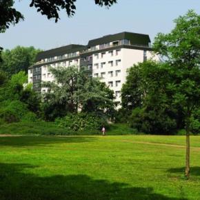 Hostels und Jugendherbergen - HI  Köln Riehl