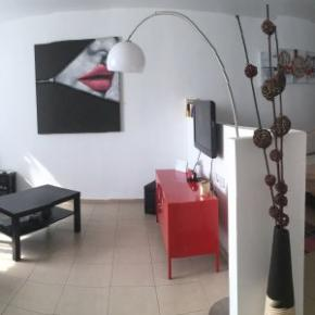 Hostels und Jugendherbergen - Beautiful Stylish LFT in Young Vibrant TLV Centre