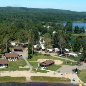 Hostels und Jugendherbergen - The Cottages Baie Cascouia and BnB Au bord du Lac