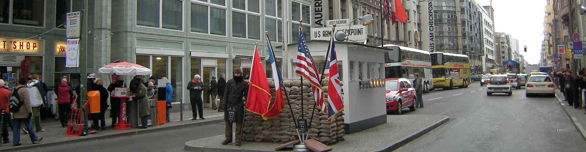 Berlin – Hostels in der Nähe von Checkpoint Charlie. Berlin auf der Karte. Fotos und Bewertungen für jedes Hostel in Berlin.