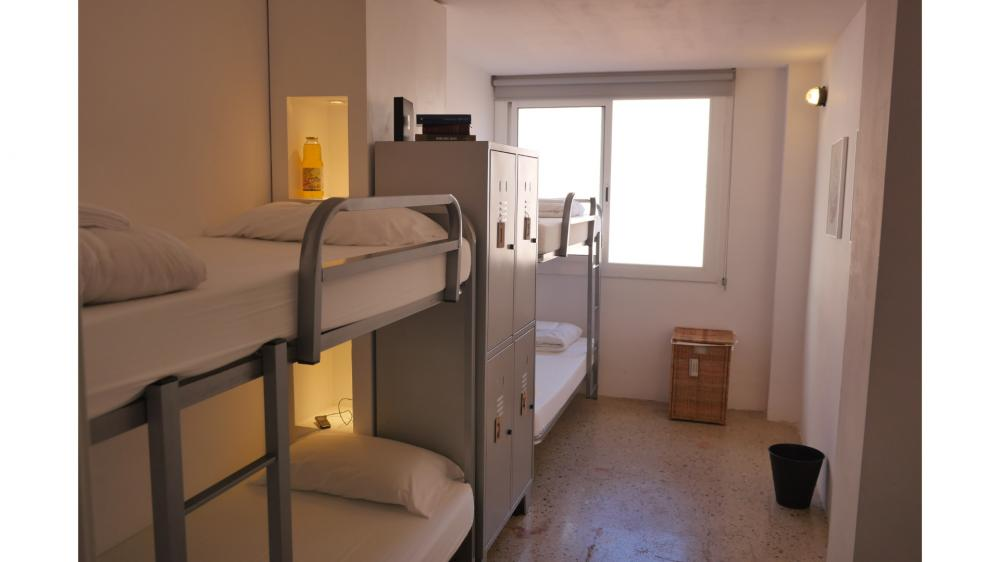 Privatzimmer mit vier Betten