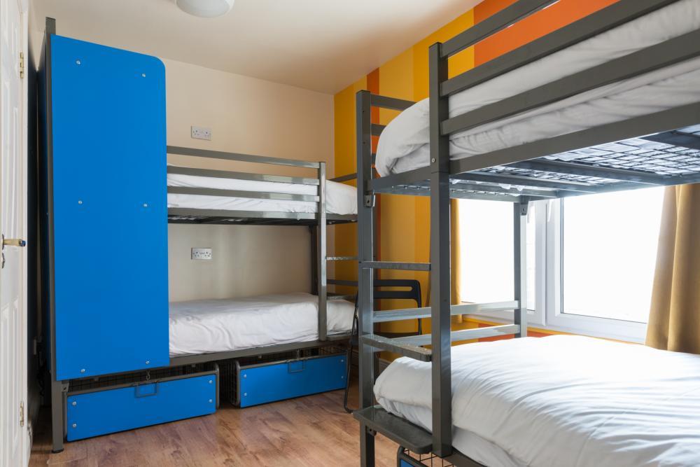 Gemischter Schlafsaal mit vier Betten. En Suite