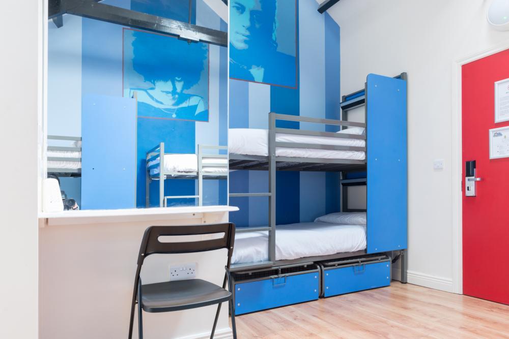 Gemischter Schlafsaal mit sechs Betten