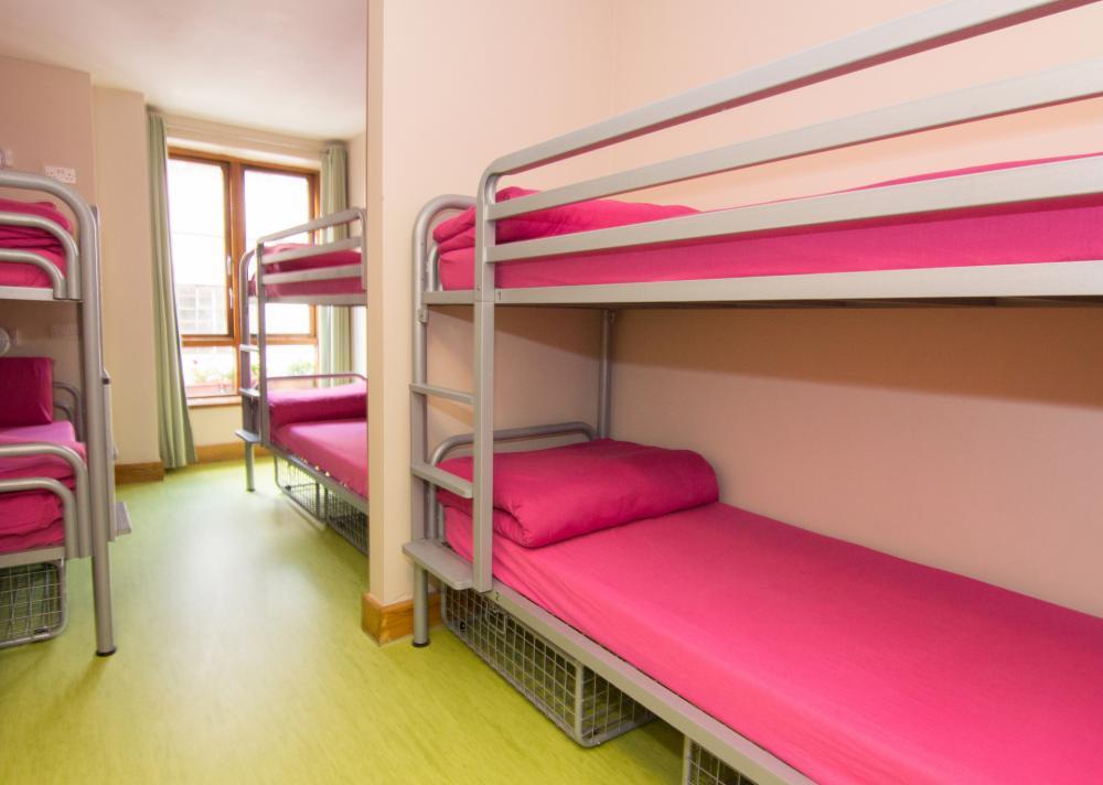 Schlafsaal für sechs Personen
