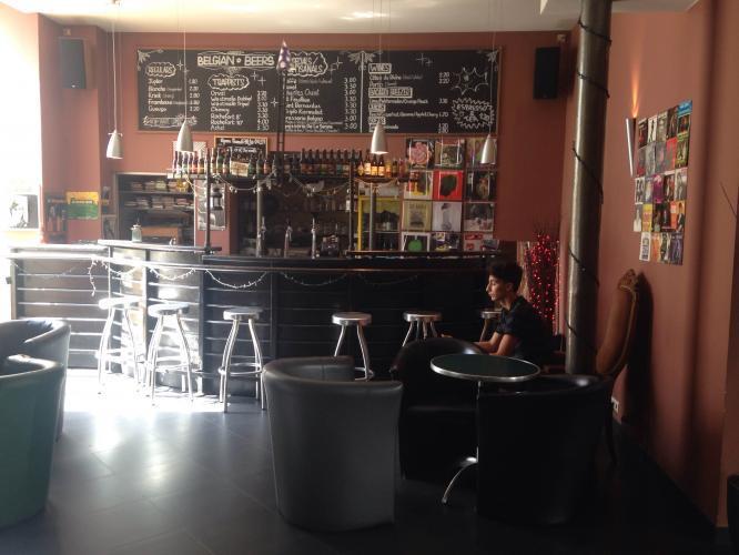 Große Auswahl von belgischem Bier in der günstigsten Bar im Stadtzentrum
