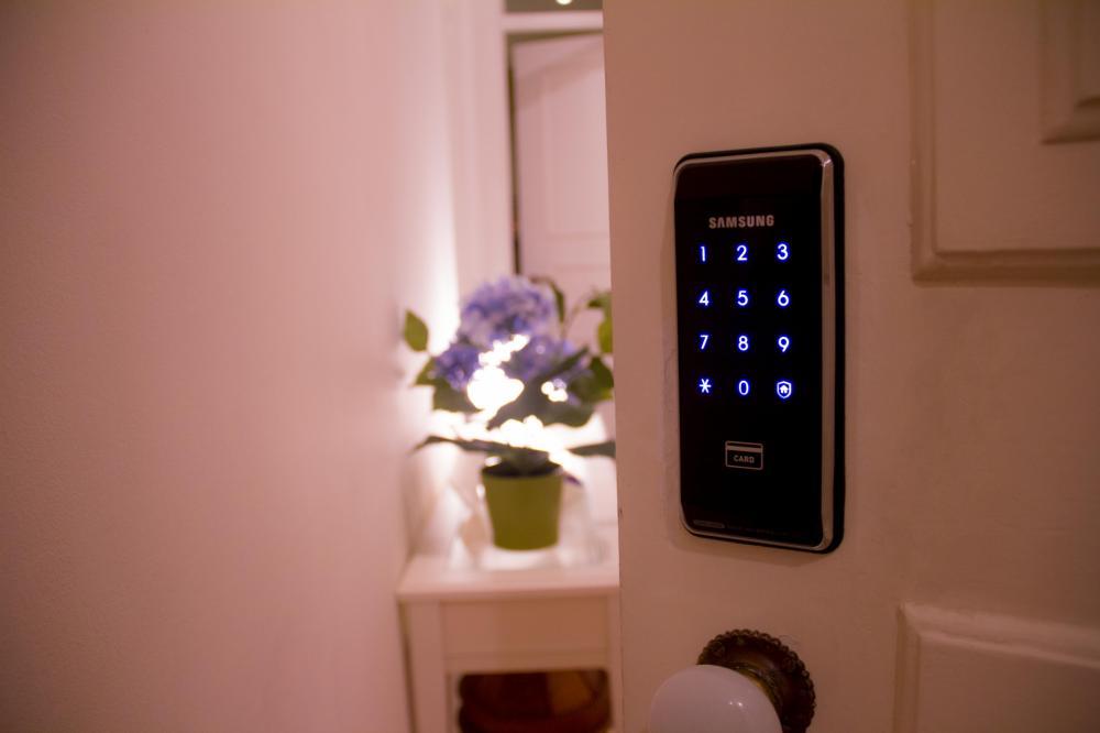 Wir verwenden elektronische Schlüsselkarten:)
