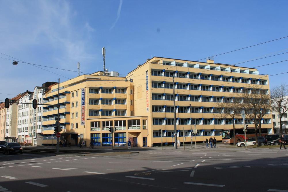 A&O München Hackerbrücke Hostel Fassade