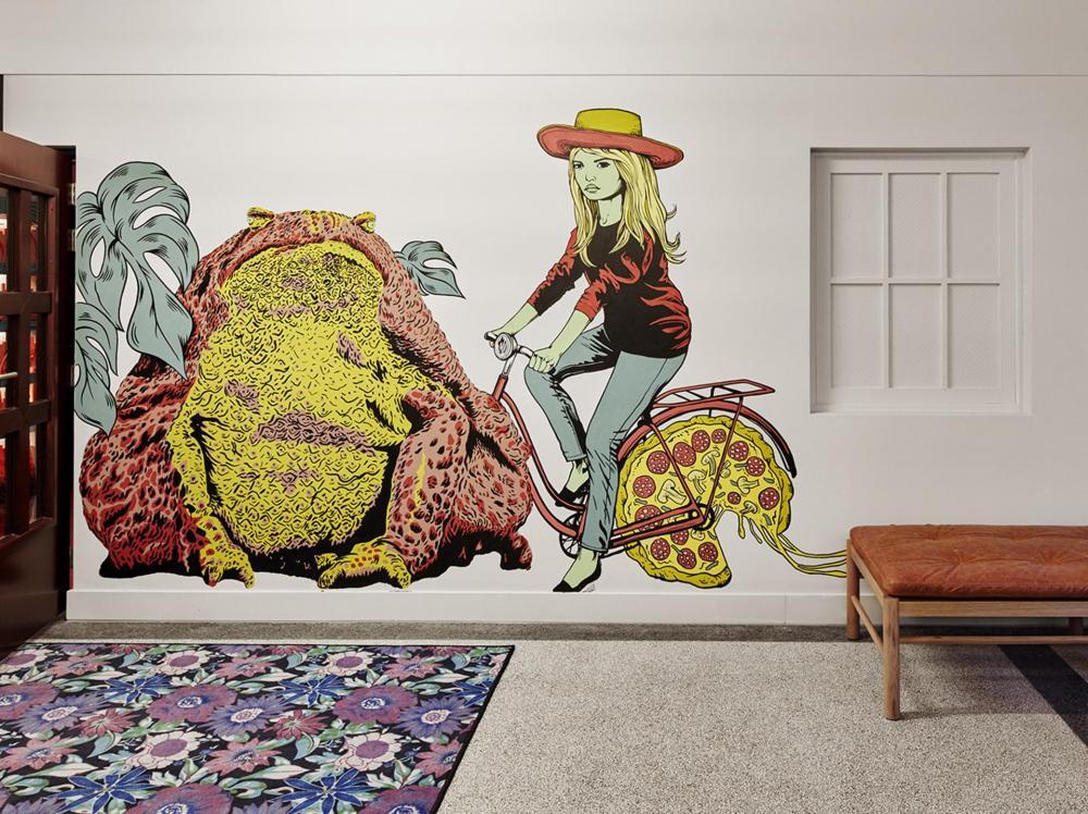 Die Wandbemalungen sind von einheimischen Künstlern und drücken Amsterdams vielfältige Kultur aus.