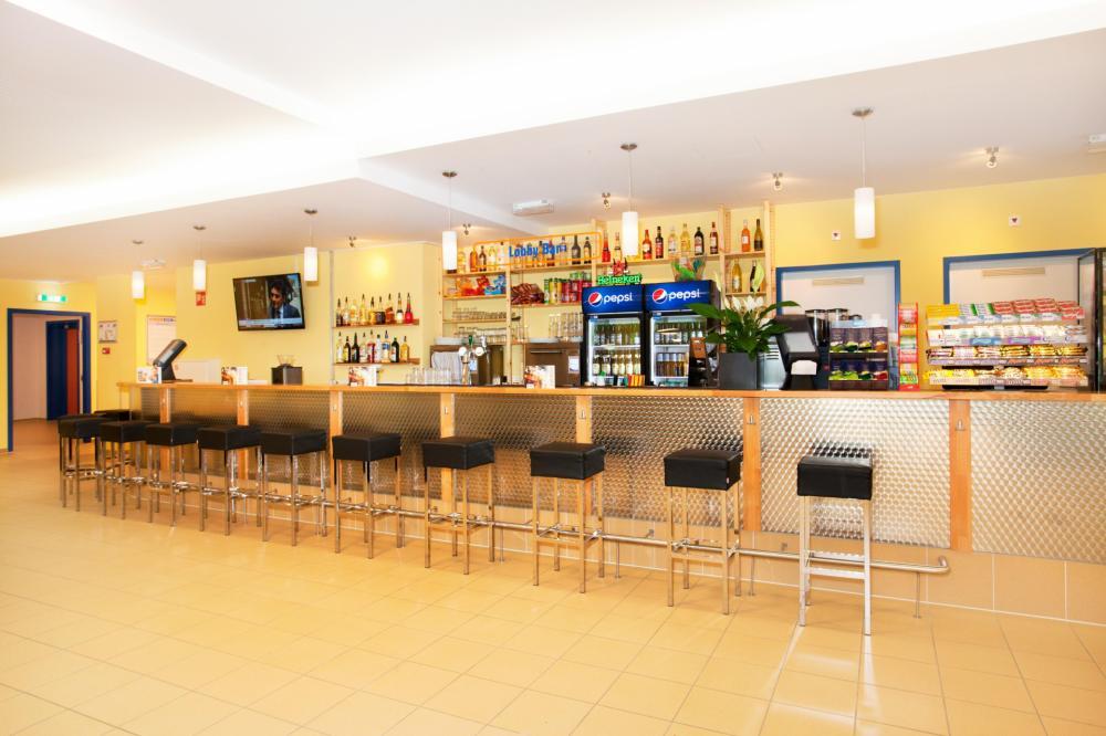 Kommt und holt euch einen Drink an unserer Bar