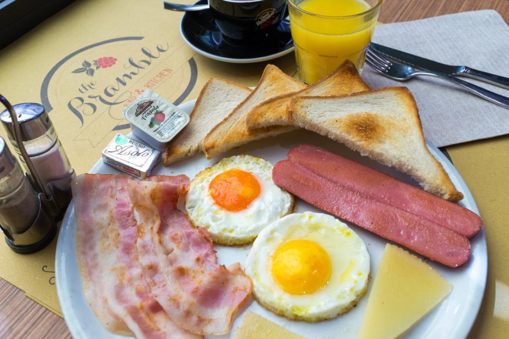 Frühstück in der Bramble Bar & Kitchen (nebenan)