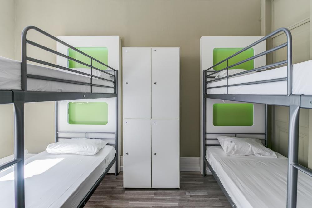 Zimmer mit vier Betten