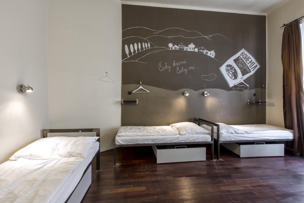 Frauenschlafsaal mit fünf Betten
