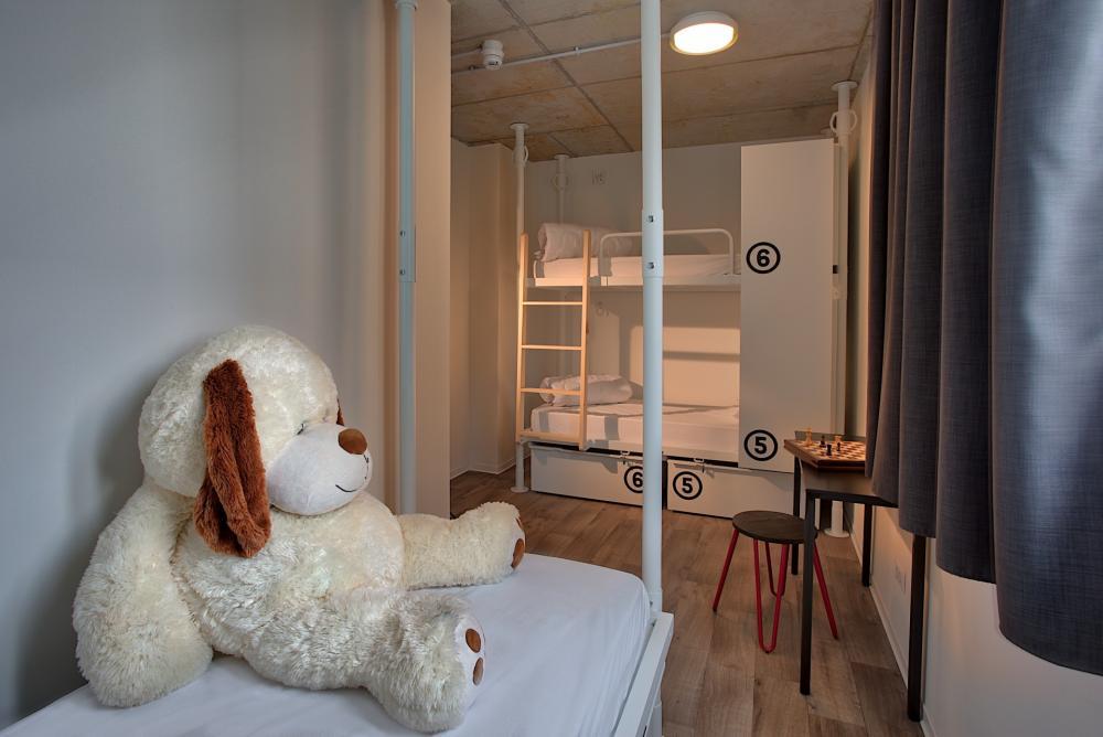 Schlafsaal mit sieben Betten (gemischt/ nur Frauen) ensuite