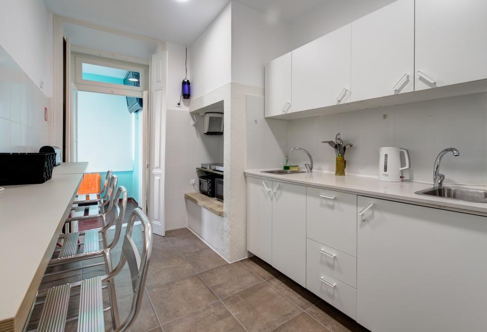Kühlschrank, Mikrowelle und Ofen
