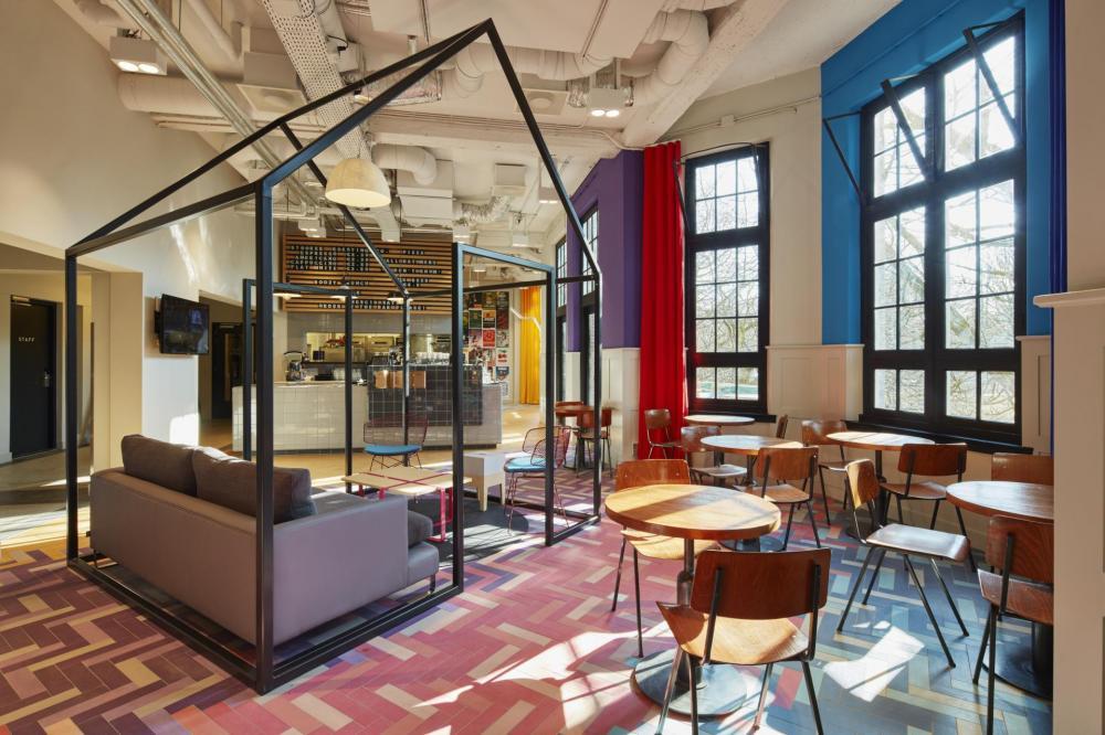 Das Café ist das Herz des Generator Amsterdam