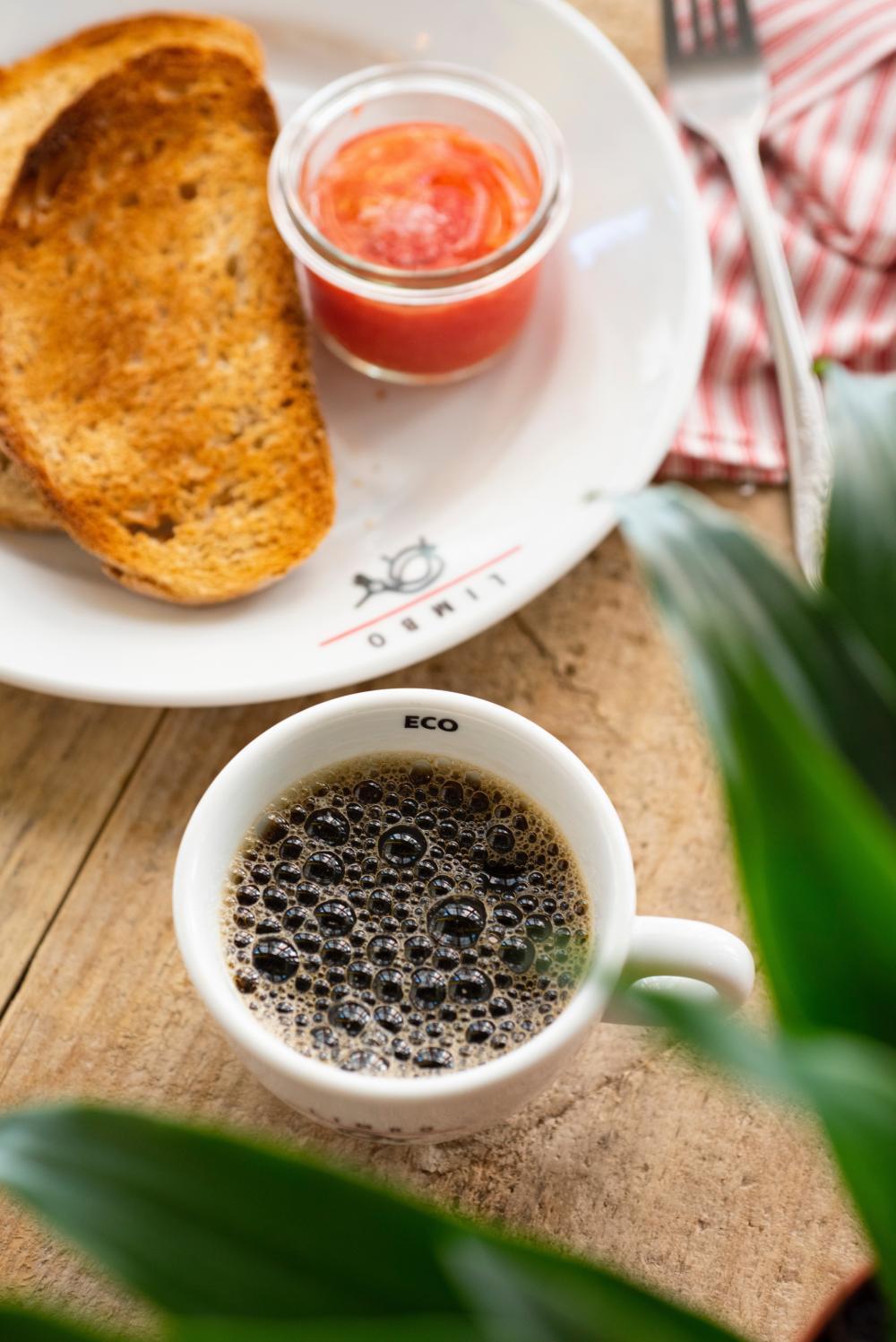 Kaffee/Tee mit Toast/Croissant (3€)