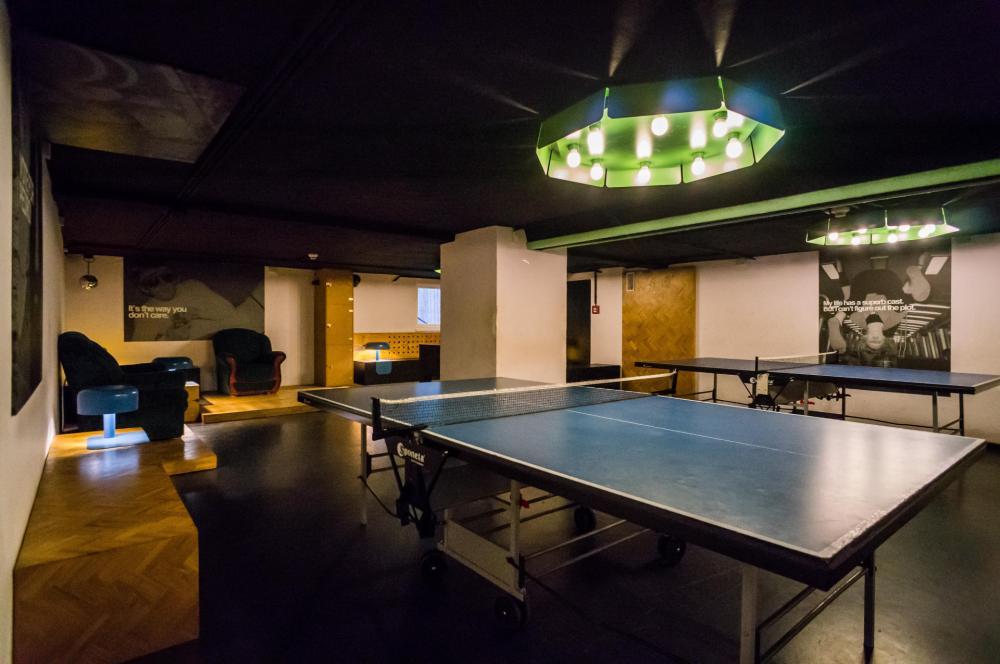Tischtennis im Spielezimmer