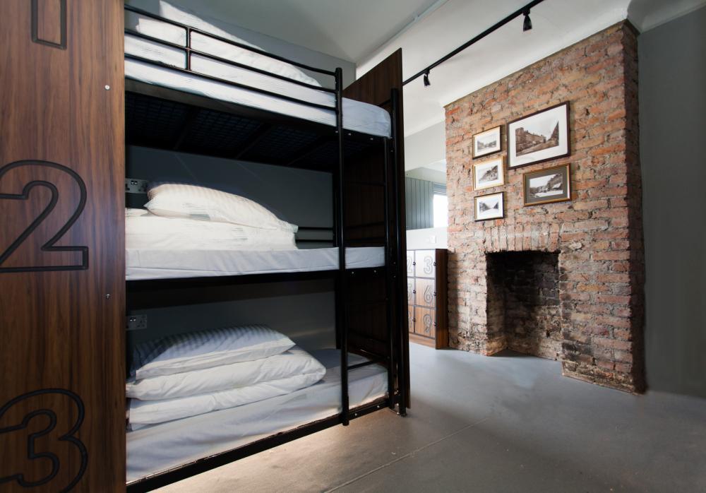Privatzimmer mit neun Betten