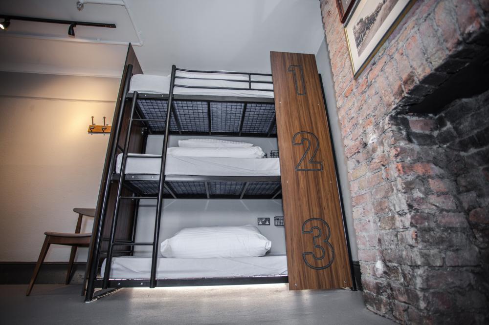 Privates Dreibettzimmer