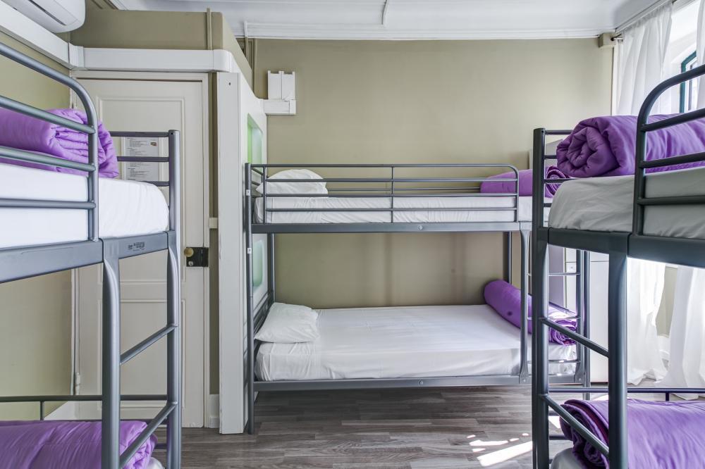 Zimmer mit sechs Betten