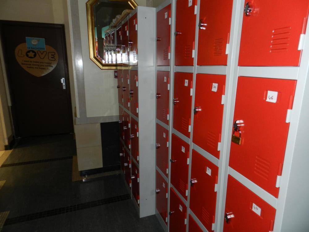 Abstellraum und Sicherheitsfächer mit Vorhängeschlössern