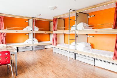 12 Betten Schlafsaal