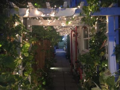 Hostels und Jugendherbergen - Bikini Hostel, Cafe & Beer Garden