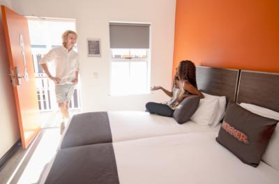 College Schlafsaal Zimmer Paar